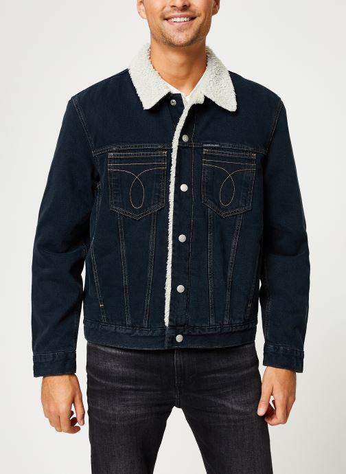 Vêtements Calvin Klein Jeans ICONIC OMEGA SHERPA DENIM JACKET Bleu vue détail/paire