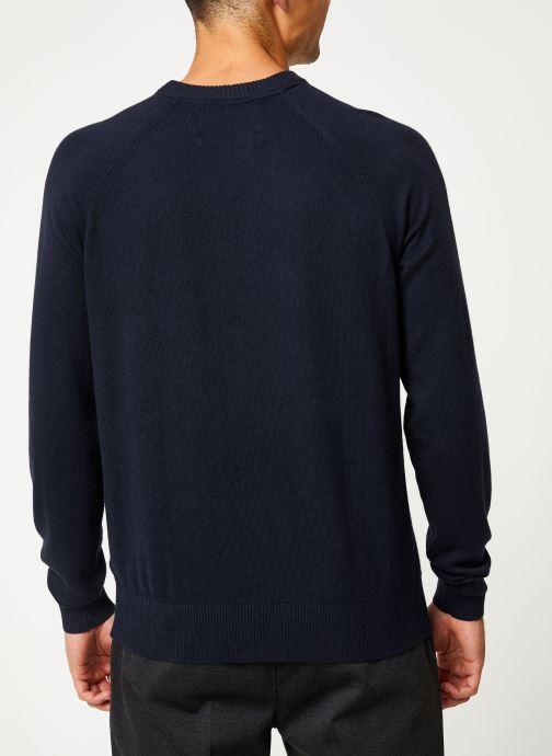 Vêtements Calvin Klein Jeans COTTON CASHMERE CN SWEATER Bleu vue portées chaussures