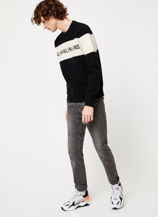 Vêtements Calvin Klein Jeans COLOUR BLOCK STRIPE CN SWEATER Noir vue bas / vue portée sac