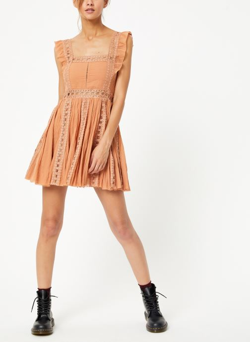 Vêtements Free People VERONA DRESS Beige vue bas / vue portée sac