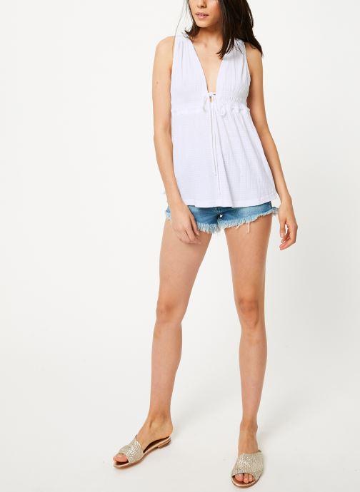 Vêtements Free People BEACH BOUND TANK Blanc vue bas / vue portée sac