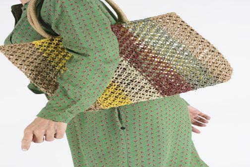 Handtaschen I Love Shoes LIFEU mehrfarbig ansicht von unten / tasche getragen