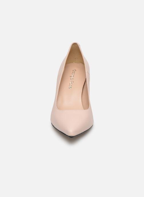 Zapatos de tacón Georgia Rose Sapic Beige vista del modelo