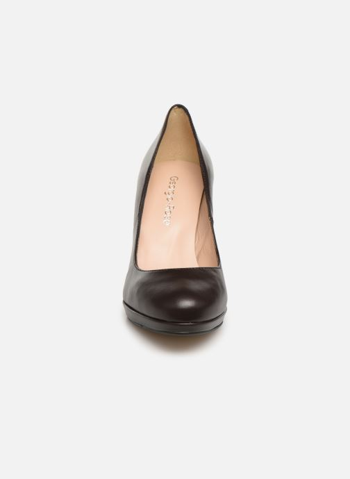 Zapatos de tacón Georgia Rose Sucina Marrón vista del modelo