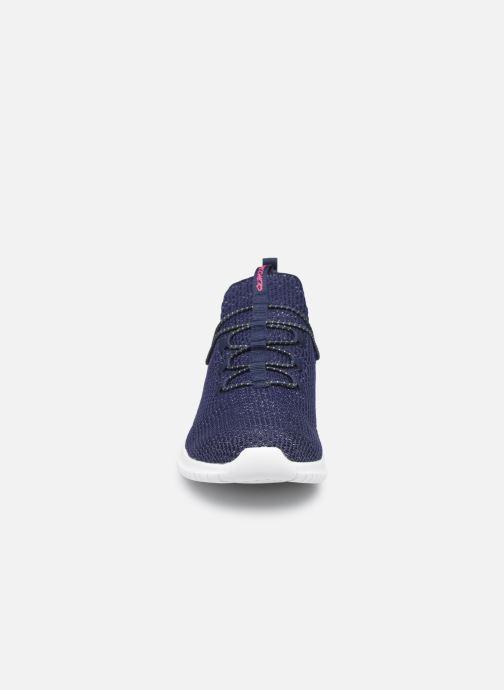 Sneakers Skechers Ultra Flex More Tranquility Azzurro modello indossato