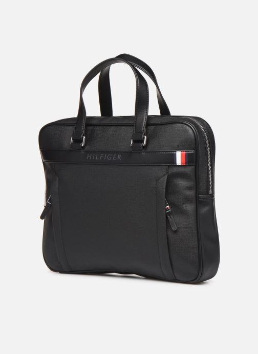 Porta PC Tommy Hilfiger COATED CANVAS SLIM COMPUTER BAG Nero modello indossato