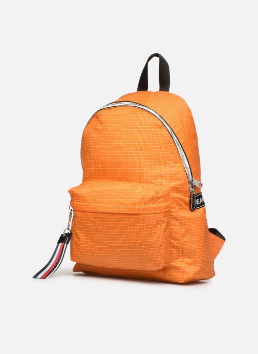 Zaini Tommy Hilfiger TJM LOGO TAPE RIPSTOP BACKPACK Arancione modello indossato