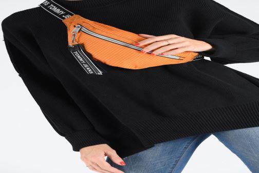 Petite Maroquinerie Tommy Hilfiger TJM LOGO TAPE RIPSTOP BUMBAG Orange vue bas / vue portée sac