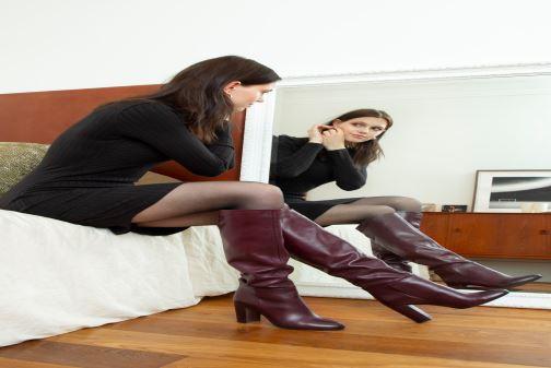 Stiefel Georgia Rose Ladoua weinrot ansicht von unten / tasche getragen