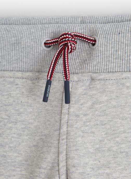 Vêtements Tommy Hilfiger Essential Flag Pants Gris vue portées chaussures