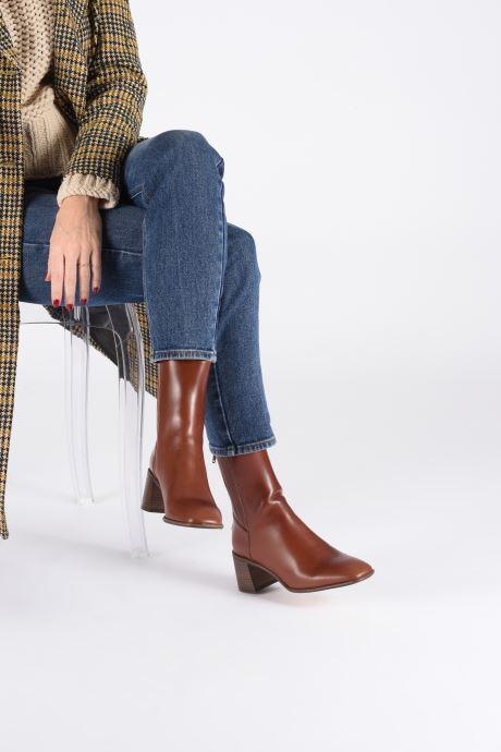 Stiefeletten & Boots E8 by Miista Inka braun ansicht von unten / tasche getragen