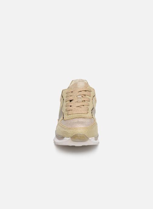 Baskets Xti 47792 Or et bronze vue portées chaussures
