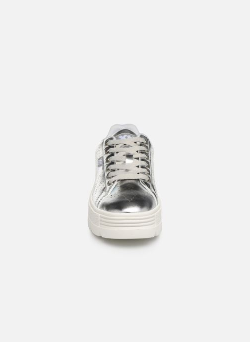 Baskets Xti 48101 Argent vue portées chaussures