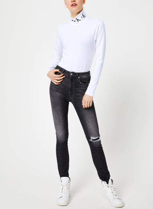 Vêtements Calvin Klein Jeans MONOGRAM TAPE ROLL NECK LS TEE Blanc vue bas / vue portée sac