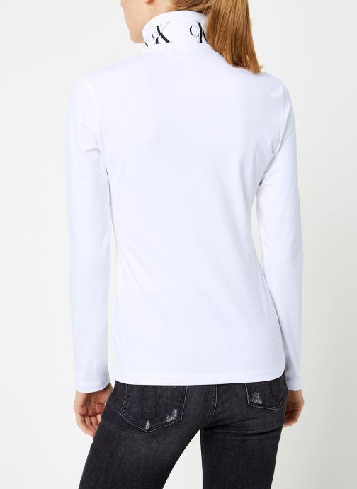 Vêtements Calvin Klein Jeans MONOGRAM TAPE ROLL NECK LS TEE Blanc vue portées chaussures