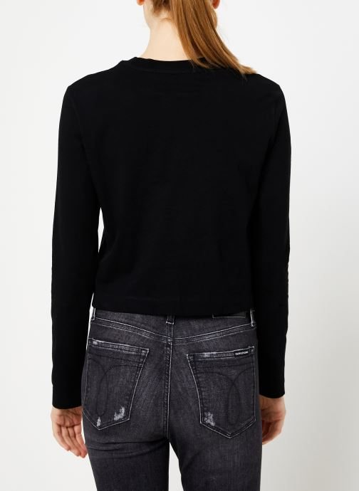 Vêtements Calvin Klein Jeans INSTITUTIONAL LOGO LS CROP TEE Noir vue portées chaussures