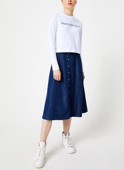 Vêtements Calvin Klein Jeans INSTITUTIONAL LOGO LS CROP TEE Blanc vue bas / vue portée sac
