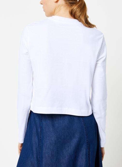 Vêtements Calvin Klein Jeans INSTITUTIONAL LOGO LS CROP TEE Blanc vue portées chaussures