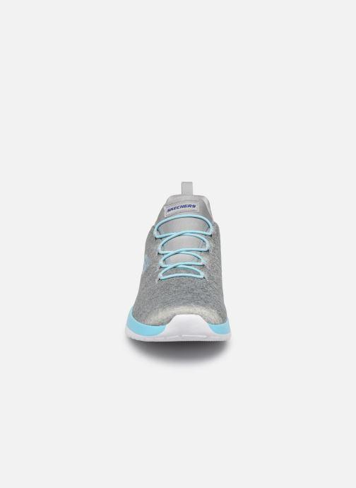 Chaussures de sport Skechers Dynamight-Break-Through Gris vue portées chaussures