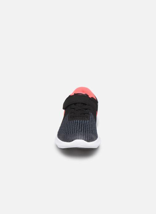 Baskets Nike Nike Revolution 4 (Psv) Noir vue portées chaussures