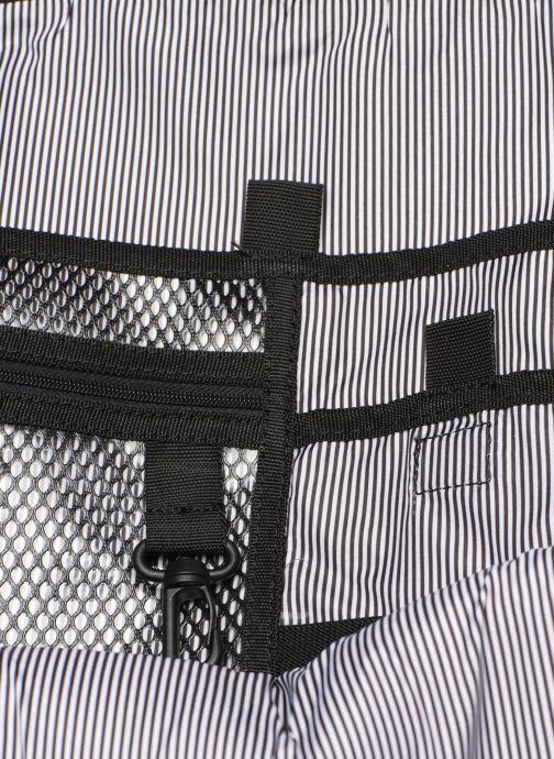 Ryggsäckar Herschel TRAVEL DAYPACK 20L Svart bild från baksidan