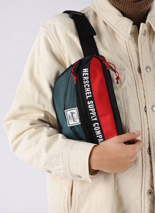 Handtaschen Herschel NINETEEN schwarz ansicht von unten / tasche getragen
