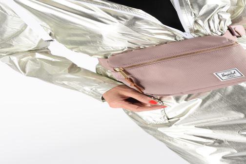 Punge og etuier Herschel FIFTEEN Pink se forneden