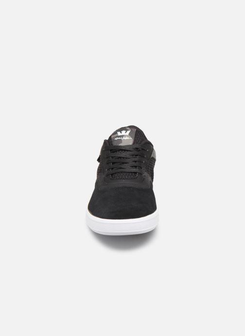 Baskets Supra Saint Noir vue portées chaussures