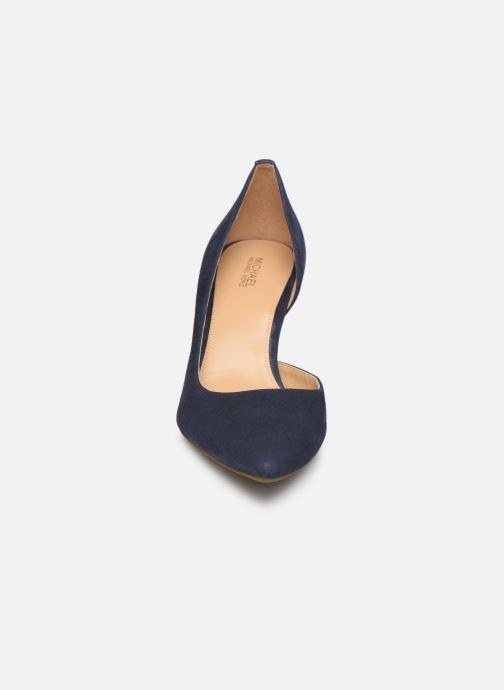 Escarpins Michael Michael Kors Dorothy Flex d'Orsay Bleu vue portées chaussures