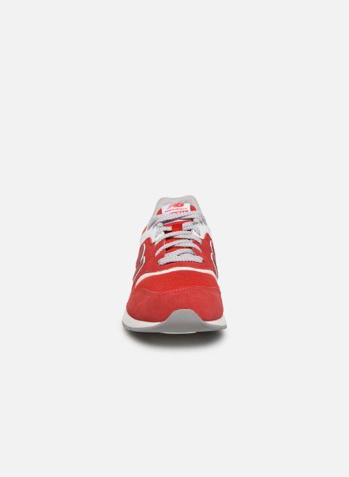 Baskets New Balance GR997 Rouge vue portées chaussures