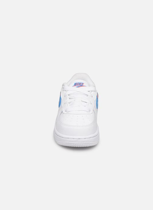 Baskets Nike Nike Force 1 Lv8 Ksa (Td) Blanc vue portées chaussures