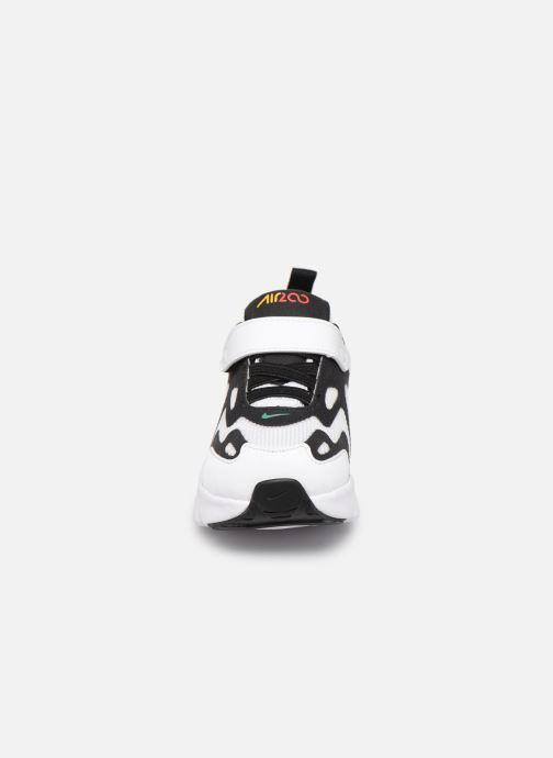 Baskets Nike Nike Air Max 200 (Td) Blanc vue portées chaussures