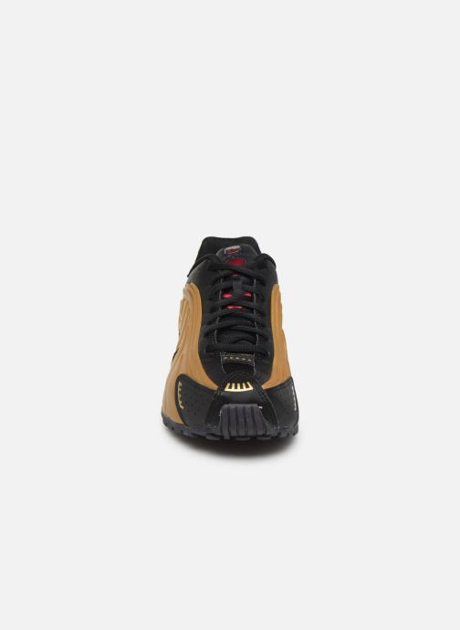 Baskets Nike Nike Shox R4 (Gs) Or et bronze vue portées chaussures