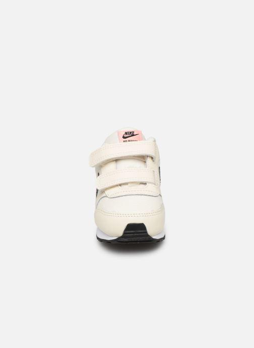 Deportivas Nike Nike Md Runner 2 Vf (Tdv) Blanco vista del modelo