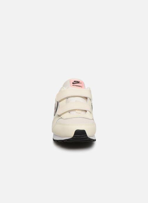 Baskets Nike Nike Md Runner 2 Vf (Psv) Blanc vue portées chaussures