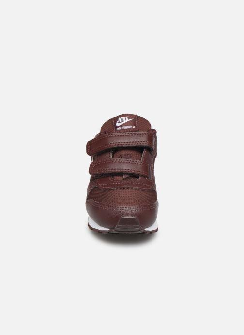Baskets Nike Nike Md Runner 2 Pe (Tdv) Bordeaux vue portées chaussures