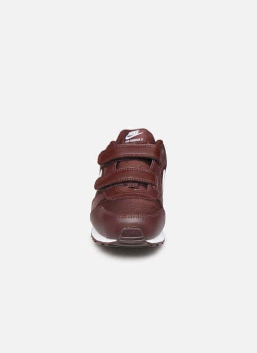 Baskets Nike Nike Md Runner 2 Pe (Psv) Bordeaux vue portées chaussures