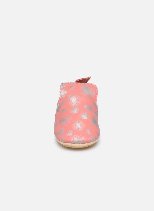 Pantuflas Easy Peasy Blublu Panpan Rosa vista del modelo