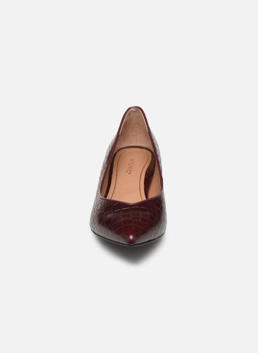 Zapatos de tacón Vionic Josie C Vino vista del modelo