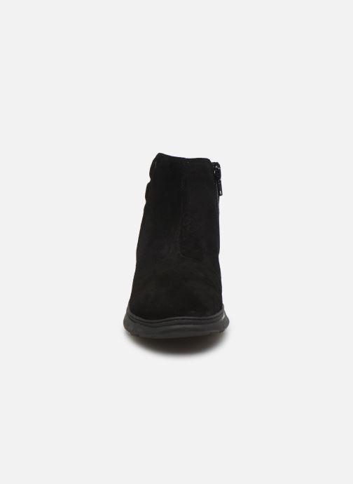Ankle boots Vionic Arya C Black model view