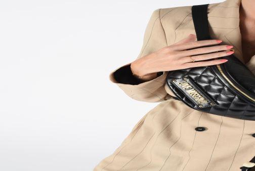 Portemonnaies & Clutches Love Moschino NEW SHINY QUILTED WAISTBAG schwarz ansicht von unten / tasche getragen