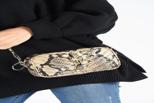 Handtaschen Rebecca Minkoff CAMERA BELT BAG PITONE beige ansicht von unten / tasche getragen