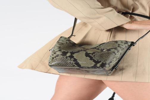 Handtaschen Rebecca Minkoff MINI KATE BUCKET PITONE grün ansicht von unten / tasche getragen