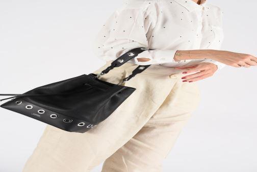 Handtaschen Lauren Ralph Lauren DEBBY DRAWSTRING rosa ansicht von unten / tasche getragen