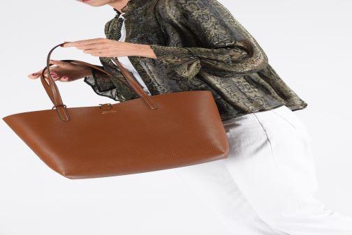 Handtaschen Lauren Ralph Lauren REVERSIBLE TOTE braun ansicht von unten / tasche getragen