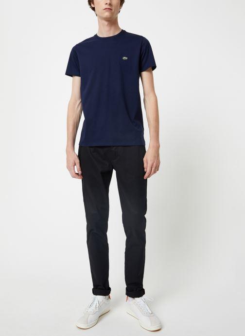 Vêtements Lacoste Tee-Shirt Classique Manches Courtes Bleu vue bas / vue portée sac