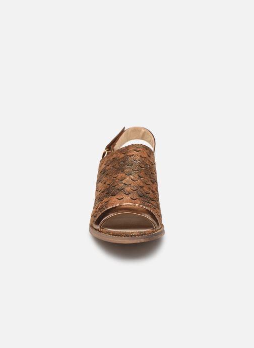 Sandali e scarpe aperte Vanessa Wu SD1319 Oro e bronzo modello indossato