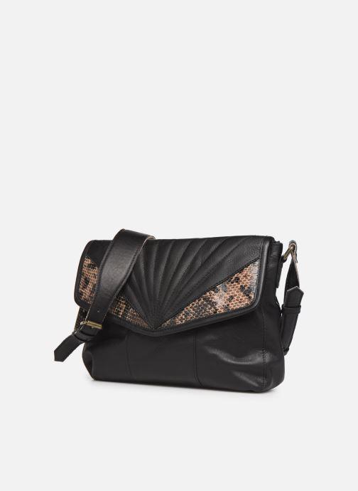 Bolsos de mano Pieces Conner Leather Crossbody Negro vista del modelo