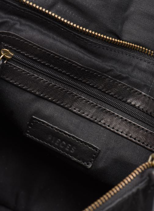Bolsos de mano Pieces Conner Leather Crossbody Negro vistra trasera