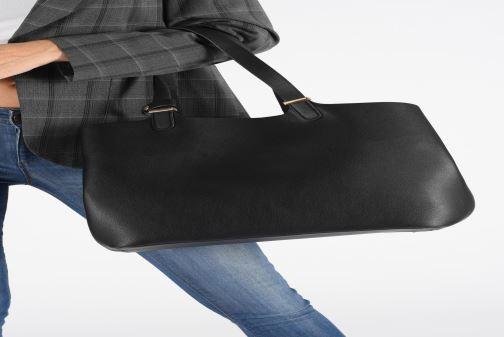 Handtaschen Pieces Kopa Shopper schwarz ansicht von unten / tasche getragen